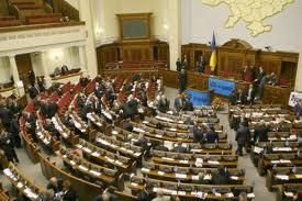 Украинскую Раду хотят разогнать из-за курения и алкоголя