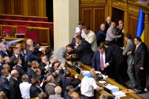 Депутаты решили не вводить полный запрет курения в закрытых помещениях
